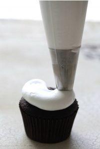 cupcake beso de negro - Receta de Cecilia Landivar 011