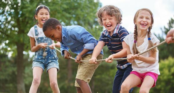 5 formas en que los padres pueden ayudar a sus hijos a crear excelentes hábitos de higiene dental