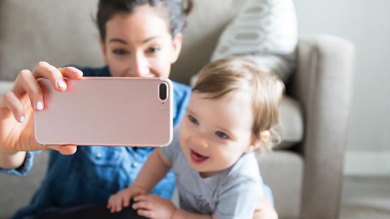 ¿Deberías publicar fotos de tus hijos en línea? Consejos de seguridad
